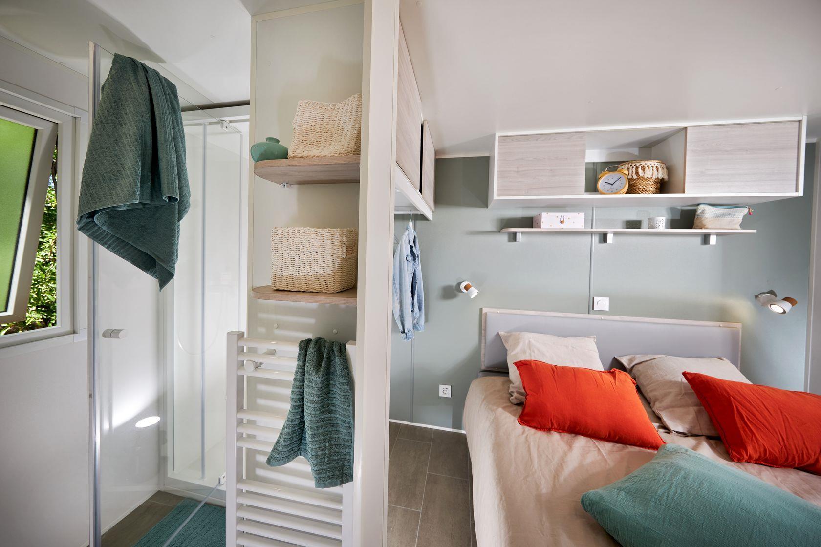 Camping-monte-ortu-nouvelle maison mobile vue mer-chambre et salle de bains